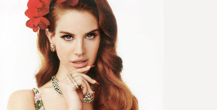 Lana Del Rey et ses ongles nail artés