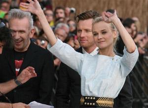 Diane Kruger les bras levés