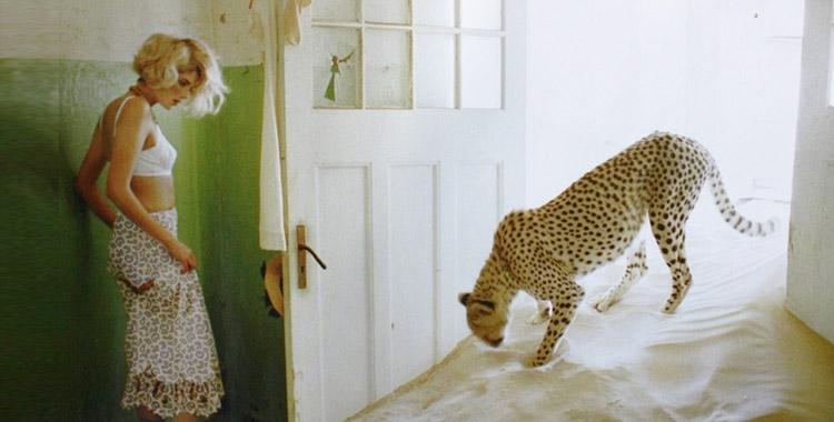 Une femme léopard