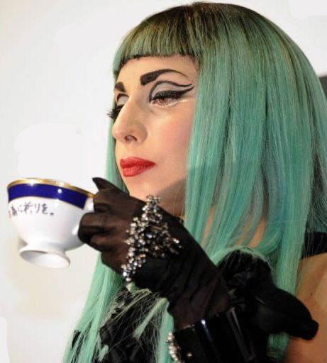 Lady Gaga boit du thé