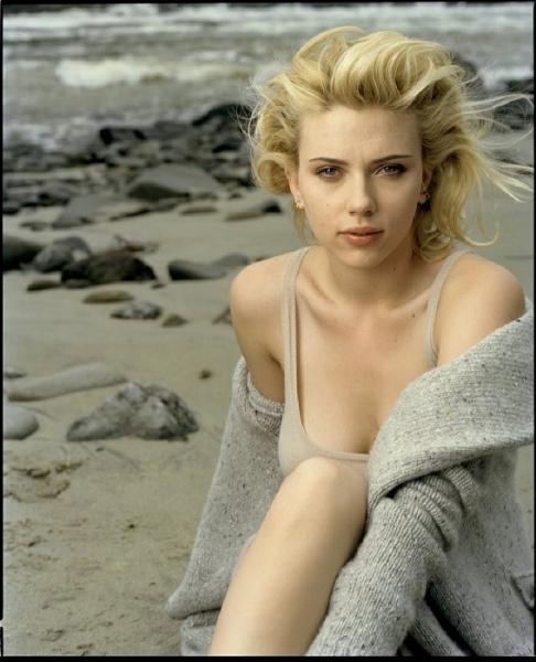 Scarlett Johansson en maillot de bain à la plage