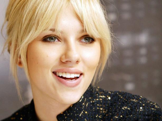 Scarlett Johansson a un sourire exquis