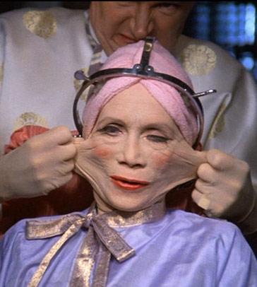 Chirurgie esthétique dans le film Brazil