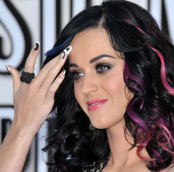 Katy perry et sa manucure Russel Brand