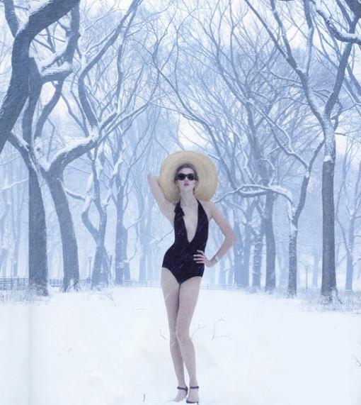 Karlie Kloss en maillot de bain sous la neige pour Vogue