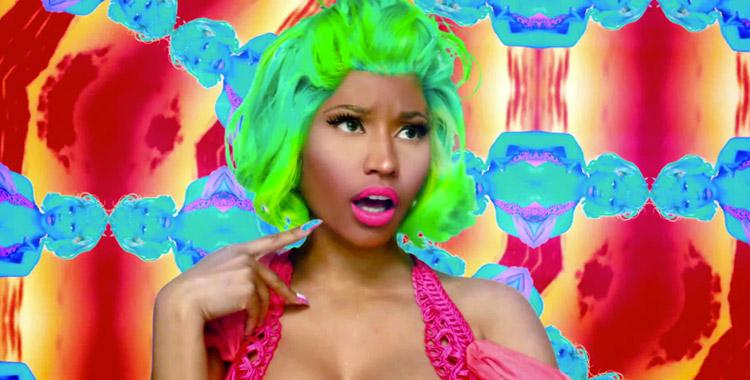 Nicky Minaj habillée en fluo