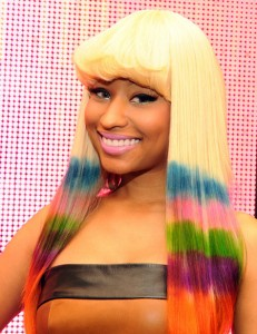 Nicki Minaj et ses cheveux de toutes les couleurs