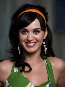 Katy Perry sourit (beaucoup)