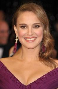 Natalie Portman sourit