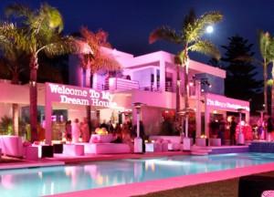 Une maison de luxe rose