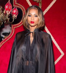 Ciara déguisée en vampire