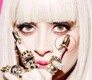Lady Gaga pratique le stacking. De tout.