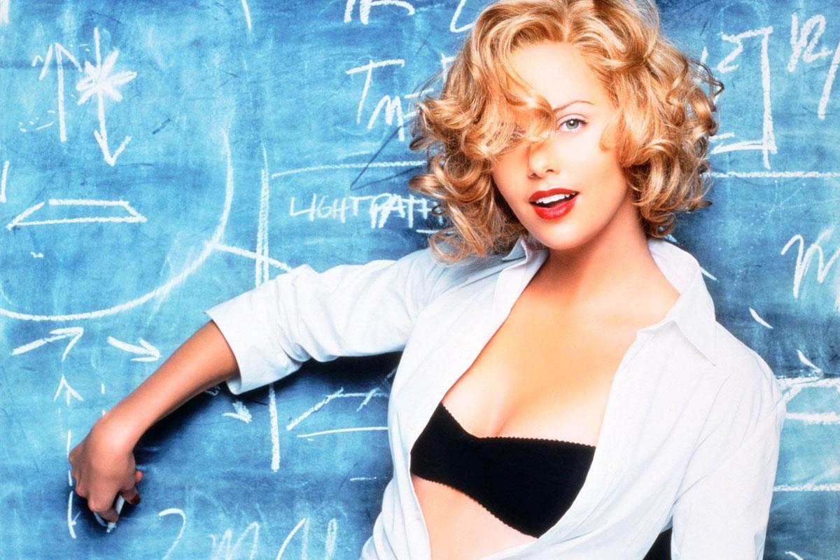 Prof sexy donne leçon de vocabulaire