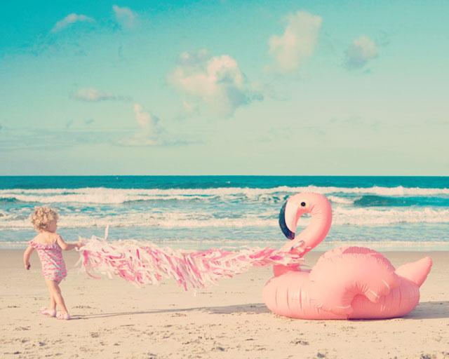 souvenir d'une fête à la plage avec des flamands roses